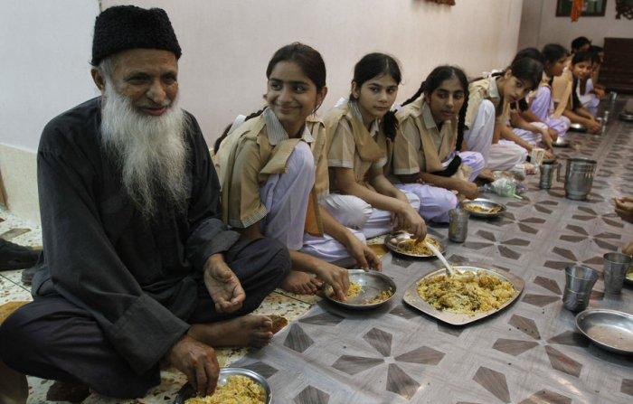 pakistan-edhi-july-8-16_custom-c876df9b6440732a32b3e65b5f19b2ee5c6a4d6e-s900-c85